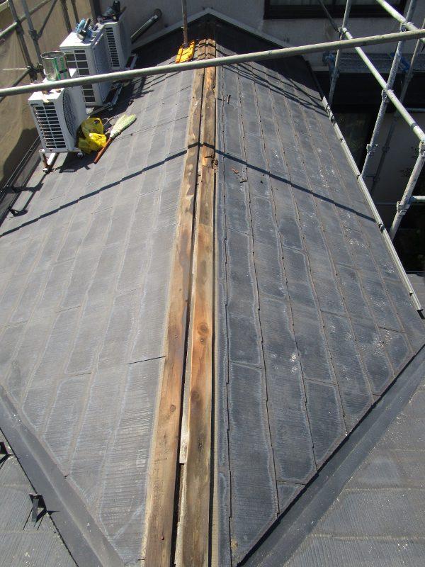 画像:棟包み板金と棟板を撤去
