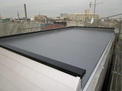 画像:屋上断熱シート防水貼替アルミ笠木取替